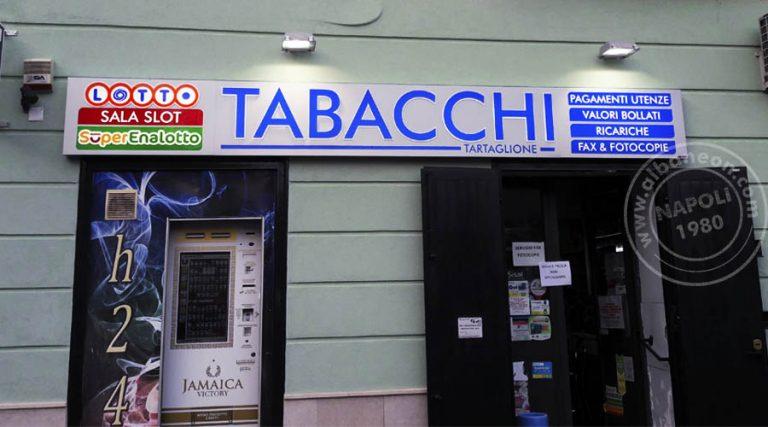 Cassonetto luminoso a led con tabacchi con scritte e loghi in plexiglas in rilievo