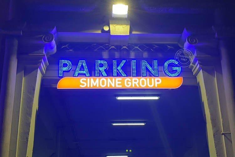 insegne per parcheggi con lettere singole dai led a vista