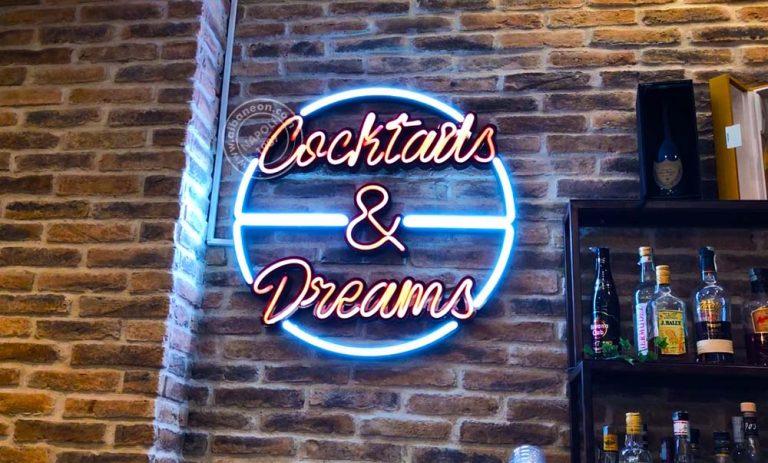 Insegne per bar con scritta sagomata con led effetto neon doppia colorazione