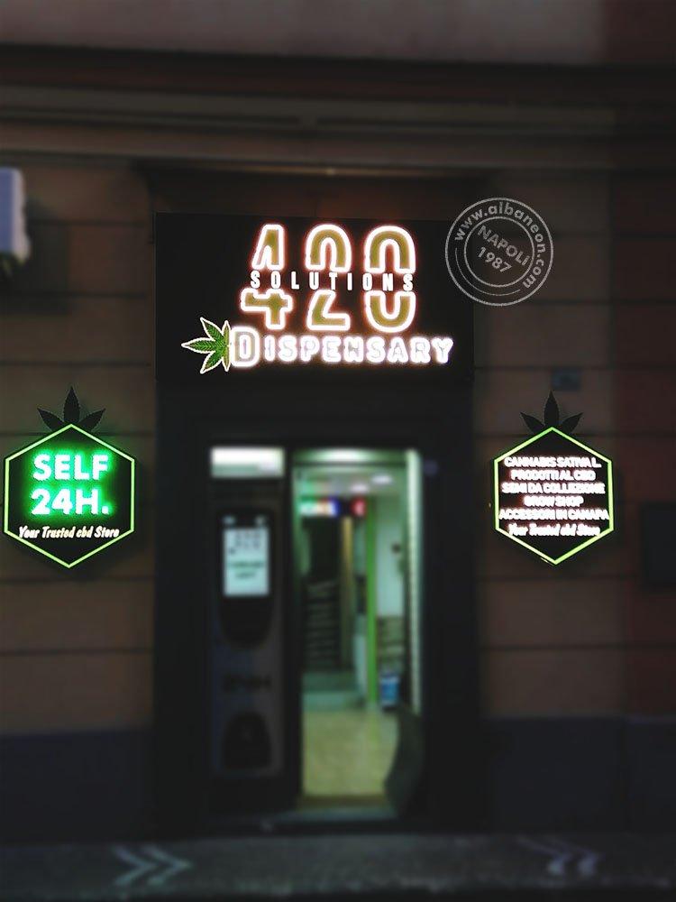 Insegne luminose a Napoli realizzate con box in alluminio composito traforato e grafica con led effetto neon.
