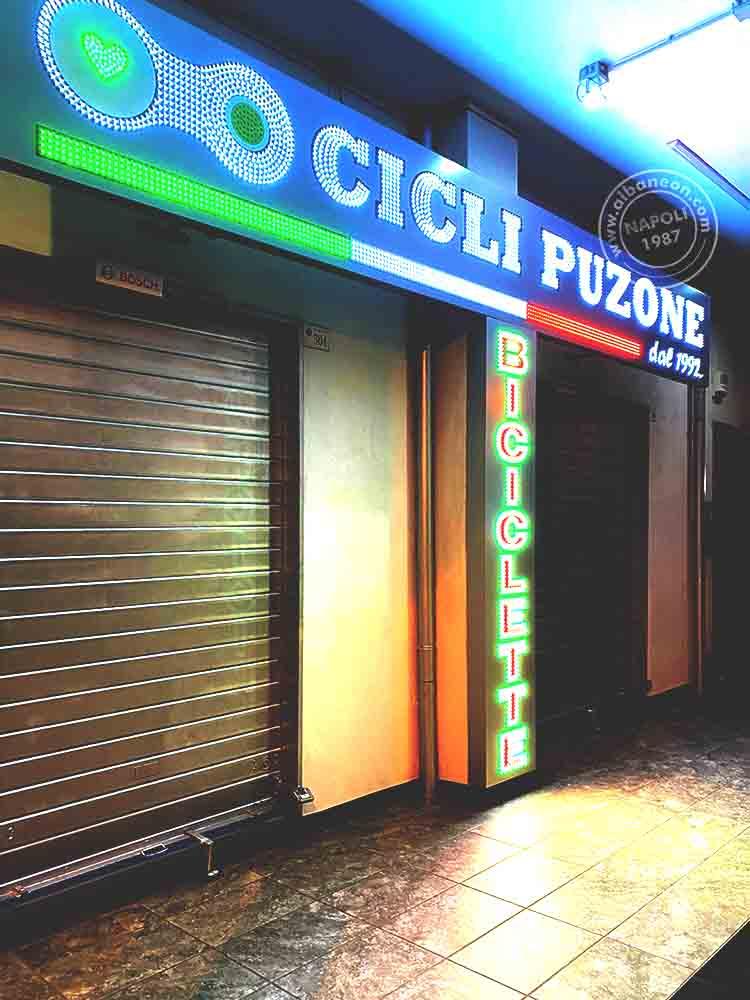 Insegne a Napoli, box in alluminio composito traforato con inserimento di led pixel a vista. Massima luminosità a ogni ora del giorno.