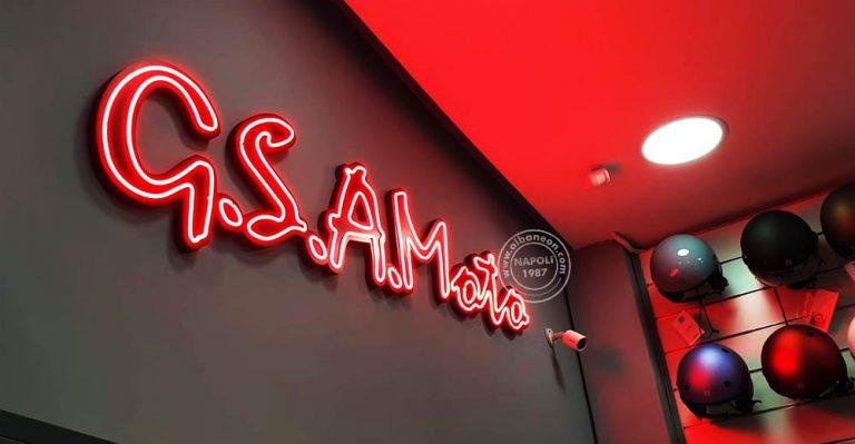 Insegne realizzate con neon led rosso a incastro su contorno lettere sagomato