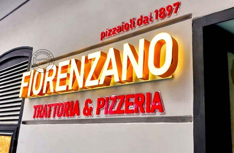 """Insegne a lettere scatolate dalla costa in alluminio oro e frontale in plastica luminosa a led. Dicitura """"Trattoria & Pizzeria"""" e """"pizzaioli dal 1987"""" in plastica massello in rilievo."""