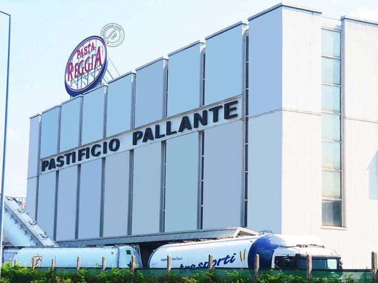 Insegne a Napoli di grandi dimensioni, installazione in copertura di lettere e logo scatolati luminosi a led per Pasta Reggia.