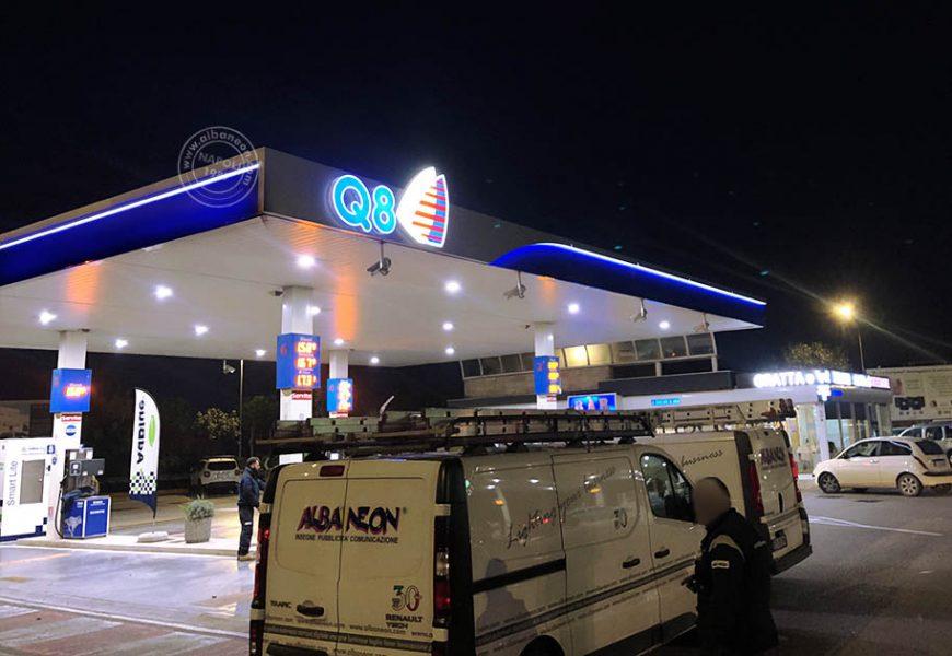 Insegne luminose a led per distributori benzina con fascino e lettere scatolate